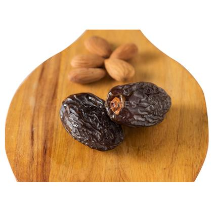 Dates And Almond - Healthy Alternatives